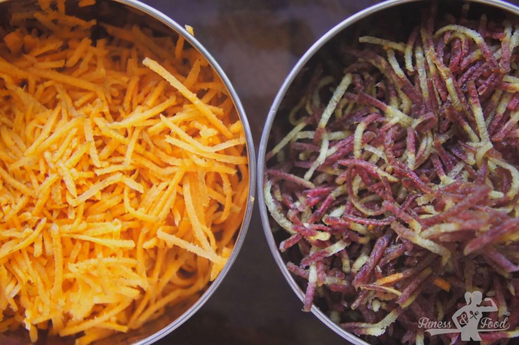 die Karotten werden fein gerieben