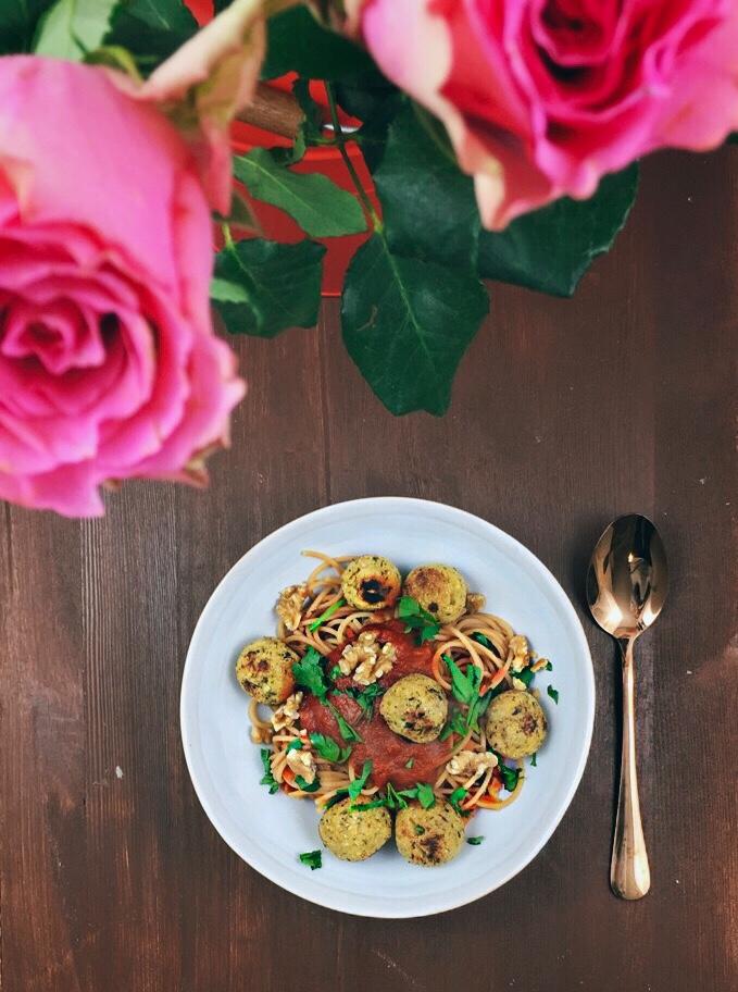 Gelbe Linsen Spaghetti mit Falafel Bällchen
